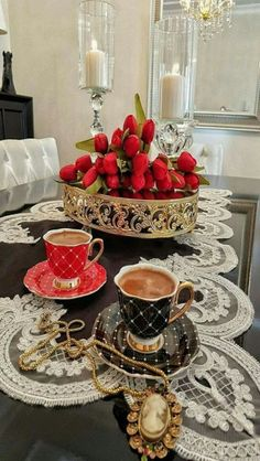 35 New Ideas For Design Cafe Mornings Good Morning Coffee, Coffee Break, Coffee Cafe, My Coffee, Breakfast Cups, Fruit Cups, Brown Coffee, Coffee Photography, Turkish Coffee