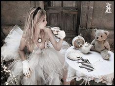 alice, alice in wonderland, belleza, black and white, clock, divertido