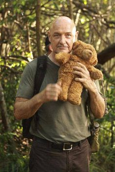 John Locke ~oh so cute (the teddy bear is too) Serie Lost, Netflix Movies, Movie Tv, Terry O'quinn, Man In Love, My Love, Lost Tv Show, John Locke, In Another Life