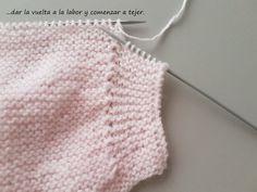 Este jersey o chaquetita para bebé es muy sencilla y me parece muy linda.   Está tejida con lana muy fina y agujas del 3,5 y a punt... Crochet Baby, Crochet Bikini, Crochet Top, Knitting For Kids, Baby Knitting Patterns, Bebe Baby, Knit Vest, Baby Girl Dresses, Knitted Hats