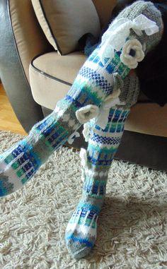 Flower by TuuliHandmade Hand knit knee socks. Flower by TuuliHandmade Wool Socks, Knit Mittens, Knitting Socks, Hand Knitting, Knitting Ideas, Blue Socks, Girls Socks, Sock Yarn, Womens Slippers