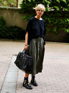 Women's Over 50 Fashion Picture Ideas - Unity Fashion Mature Fashion, Fashion Over 50, Look Fashion, Fashion Outfits, Womens Fashion, Autumn Fashion, Fashion Trends, Casual Street Style, Casual Chic