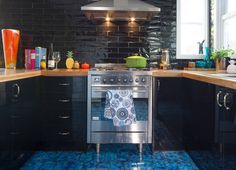 Kaboodle Kitchen - Glossy Black, Available at Bunnings #ushape #blacktiles #blackcabinets
