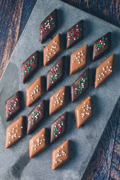 Jubii Mail :: Hej Anne-Marie Nyt i dag: 18 nye pins i dit feed Christmas Snacks, Christmas Candy, Holiday Treats, Christmas Baking, Christmas Ideas, No Bake Desserts, Just Desserts, Dessert Recipes, Marzipan