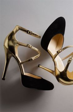 Black and gold Ivanka Trump heels for the bride - so luxurious #wedding #shoes #gold #blacktie #bridalshoes