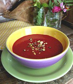 Sopa de Beterraba com Pistache