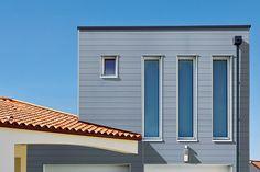 Avec ses lames larges en bois composite Wex, le nouveau bardage de Piveteau Bois propose un revêtement de façade esthétique, durable et efficace. #bardage #façade #bois #composite #gris #lames #larges