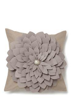 Burlap Flowers, Felt Flowers, Fabric Flowers, Crochet Fabric, Felt Fabric, Felt Crafts, Diy And Crafts, Arts And Crafts, Felt Cushion