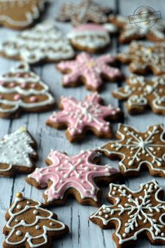 Christmas Sweets, Christmas Cooking, Christmas Tree Cookie Cutter, Cheesecake Pops, Keto Recipes, Dessert Recipes, Biscotti, Cookie Decorating, Gingerbread Cookies