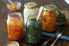 Picklade eller vinägersyrade grönsaker passar till mycket. Servera det på buffén eller till huvudrätten som en sallad.