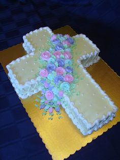 easter cake ideas Easter Desserts Recipes 2012 You Will Love Comunion Cakes, Foto Pastel, Cross Cakes, Religious Cakes, Confirmation Cakes, Desserts Ostern, First Communion Cakes, Easter Treats, Easter Desserts