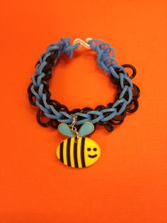 A bee charm bracelet from Bandaloom #loom #bands #diy