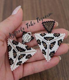 Bead Jewellery, Ethnic Jewelry, Beaded Jewelry, Beaded Earrings, Beaded Bracelets, Peyote Stitch, Diy And Crafts, Beads, Bead Earrings