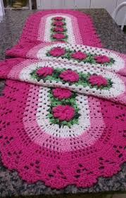 this pin was discovered by Crochet Table Runner, Crochet Tablecloth, Crochet Doilies, Crochet Flowers, Crochet Kitchen, Crochet Home, Crochet Granny, Crochet Stitches Patterns, Crochet Designs