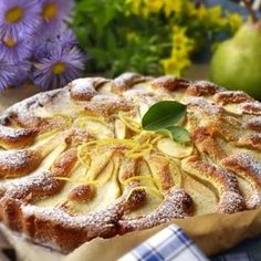 Recept: Francouzský hruškový páj | iGurmet.cz Apple Pie, Sweet Recipes, Camembert Cheese, Tea Time, French Toast, Goodies, Yummy Food, Food And Drink, Fruit