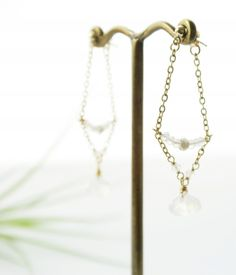 【U-shaped】極小水晶とムーンストーンのポストピアス - jewelche