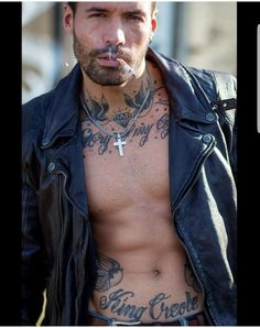 Hot Guys Smoking, Man Smoking, Artistic Photography, Vape, Smokers, Hot Men, Tattoos, Eyes, Blog