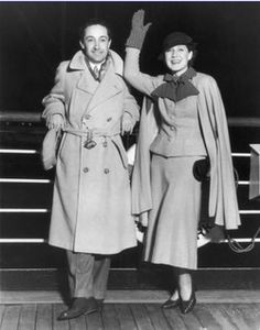 Norma Shearer and Irving Thalberg - Feb 1933 in Los Angeles California Matching your gloves with the rest of your outfit is a must! Old Hollywood Actresses, Old Hollywood Stars, Hooray For Hollywood, Hollywood Icons, Golden Age Of Hollywood, Vintage Hollywood, Classic Hollywood, Irving Thalberg, Norma Shearer