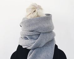 Dry patches and winter skin woes got you down? Fear not beauty. Jeans Marron, Noora Skam, Katsuki Yuri, Diy Sac, Silver Blonde, Suit Up, Grey Scarf, How To Pose, Looks Cool