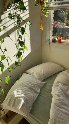 Room Design Bedroom, Room Ideas Bedroom, Bedroom Decor, Arty Bedroom, Woman Bedroom, Bedroom Office, Bedroom Inspo, Green Rooms, Bedroom Green