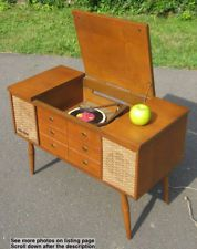 c1950 Miniature Stereo Cabinet By V-M Corp Model 825 2 w/Speakers & Turntable