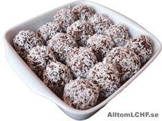 Ett recept på LCHF-vänliga chokladbollar, utan vanligt socker och med lite kolhydrater. Low Carb Recipes, New Recipes, Favorite Recipes, Lchf Diet, Swedish Recipes, Keto Cookies, Food Hacks, Food Tips, Healthy Baking