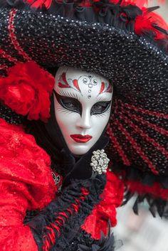 Nice portrait (IMG_2831) | Flickr - Photo Sharing! Venice Carnivale, Venice Mask, Venetian Carnival Masks, Carnival Of Venice, Venitian Mask, Costume Venitien, Beautiful Mask, Carnival Costumes, Masquerade Ball