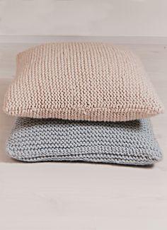 Neulottu tyynynpäällinen Novita Naava tai Novita Hile | Novita knits