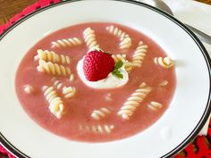 Polish Strawberry Soup - Polish Housewife Polish Desserts, Polish Recipes, Polish Soup, Strawberry Soup, Poland Food, Fruit Soup, Chilled Soup, Cream Pasta, Just Cooking