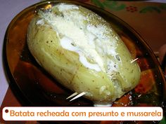 Batata recheada com maionese, presunto e queijo ----@---- Potato stuffed with mayonnaise, ham and cheese