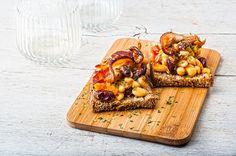 Ψητή φασολάδα με τραγανό μπέικον και χωριάτικες μπρουσκέτες
