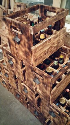 Everyone is getting beer in these cases I made Wooden Pallet Projects, Woodworking Projects Diy, Wood Crates, Wooden Pallets, Wooden Beer Caddy, Home Brewing Beer, Beer Bar, Brewery, Liquor Store