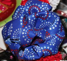 Easy peasy method for making beautiful bows ~ pretty, puffy, practical... & penny wise! :)