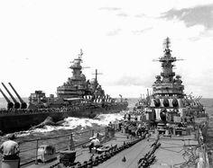 Battleships USS Missouri (left) and USS Iowa (right) off Japan, 20 Aug 1945. (US Naval History & Heritage Command)