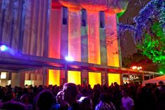 What the sunset and dance! Once a month MIS (Museum of Image and Sound) hosts Green Sunset Party, a laid-back open-air party starting in the evening. Stay tuned for the next edition http://www.mis-sp.org.br/ #saopaulo #night #music