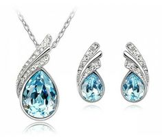 Parure collier et BO cristal autrichien - 12,50 Euros seulement.  www.mariebelle.fr