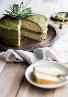 Naked cake au miel & au thé matcha, by 3 fois par jour Tea Recipes, Sweet Recipes, Dessert Recipes, Cake Au Miel, Green Tea Dessert, Naked Cakes, Dessert Bread, No Bake Cake, Food Photo