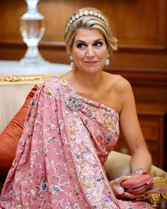 The most stylish Queen in the world? Casa Real, Queen Of Netherlands, Dutch Queen, Royal Photography, Hindu Culture, My Fair Lady, Queen Maxima, Royal Jewels, India Fashion