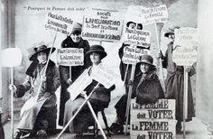 Des suffragettes militent pour le droit de vote