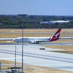 Qantas B737-800 Perth Airport @qantasaddict