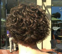 Short Curly Haircuts, Curly Short, Short Hair Cuts, Curly Stacked Bobs, Beach Wave Perm, Curls, Curly Hair Styles, Hair Makeup, Hair Beauty