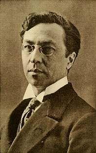 Wassily Kandinski. Nació en Moscú en 1866. Su obra se la puede considerar dentro del arte Abstracto.