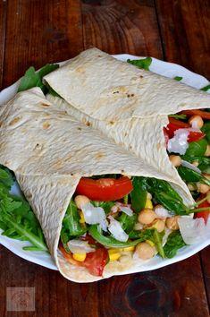 Tortillas cu salata de naut si porumb - CAIETUL CU RETETE Tortillas, Vinaigrette, Curry, Cooking Recipes, Healthy Recipes, Healthy Food, Romanian Food, Chicken Wraps, Fajitas