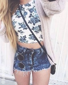 #street #style floral crop top + denim shorts @wachabuy