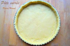 Pâte sucrée de Pierre Hermé Pâte sucrée façon Pierre Hermé c'est la recette du jour, la base de la pâtisserie pour confectionner les fonds de tarte. Une pâ