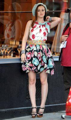 Blair wears a Moschino Resort 2010 dress and Christian Louboutin heels in 4x01 Belles de Jour