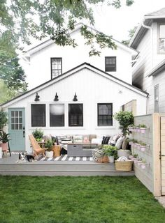 Farmhouse designs are commonly loved by those who still hold old family tradition strongly. Modern Farmhouse Exterior Design Ideas for Stylish but Simple Look Backyard Playhouse, Backyard Patio, Backyard Landscaping, Backyard Ideas, Landscaping Ideas, Garden Ideas, Farmhouse Landscaping, Modern Backyard, Patio Ideas