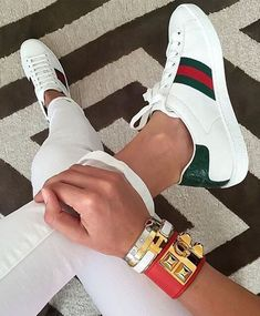 Sneaker Outfits, Gucci Sneakers Outfit, Gucci Outfits, Mode Outfits, Leather Sneakers, Sneakers Fashion, Fashion Outfits, Adidas Sneakers, Gucci Fashion Show