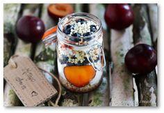 Słoik z kaszą jaglaną, borówką, jogurtem i śliwką – Tajemnice smaku