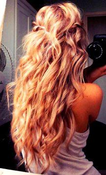 This looks like Blake Lively's hair from Gossip Girl! I want! Need to grow mine out a little bit longer first